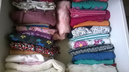 #chaosfreieskinderzimmer Kleiderschrank Shirts