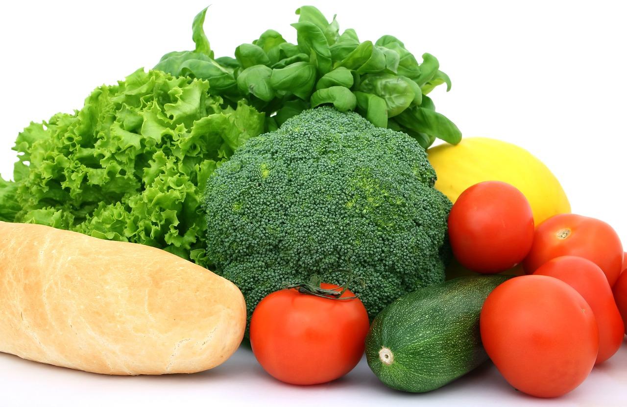 Gemüse-Broccoli-Tomaten-Salat