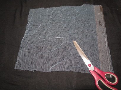 Faschingskostüm DIY Flügel Stoff zuschneiden